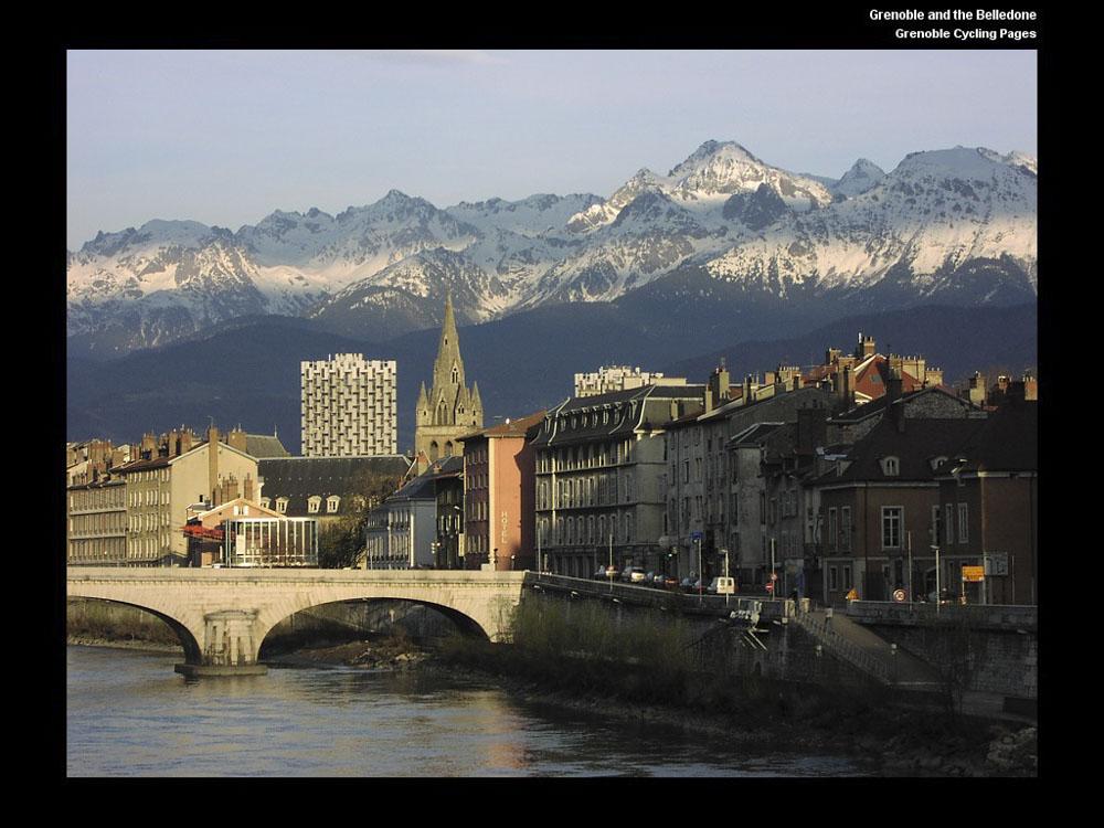 38_Grenoble1328